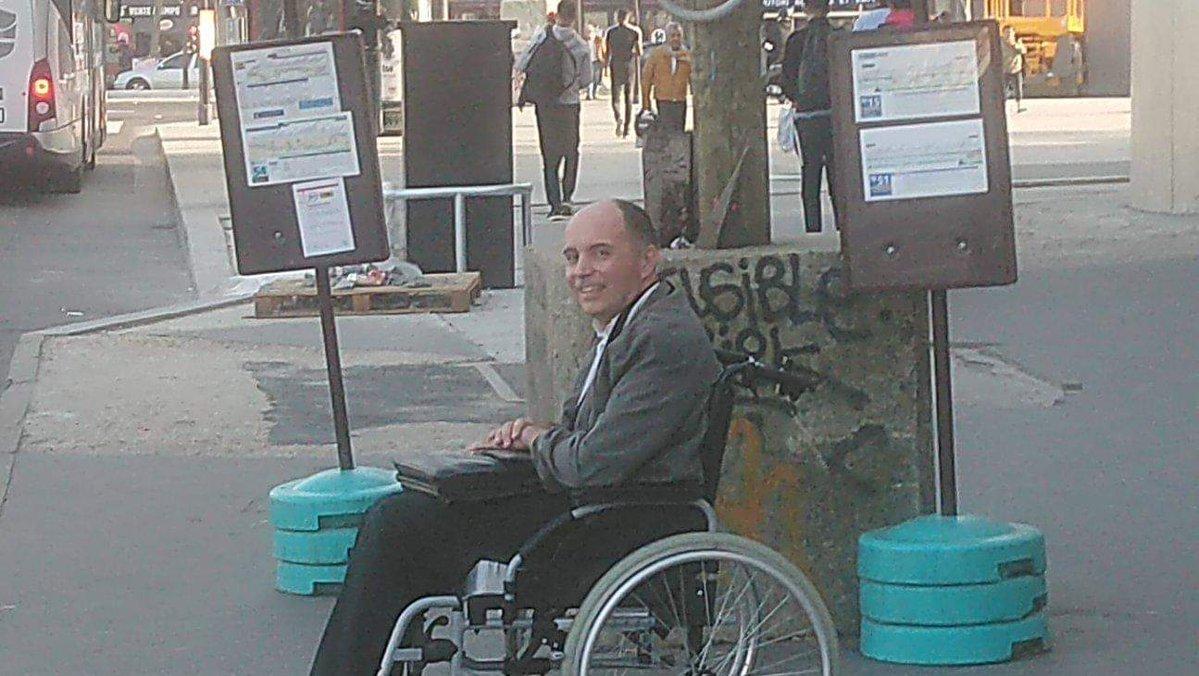 Hősként ünneplik a kerekesszékes utasa segítségére siető buszsofőrt Kép.jpg