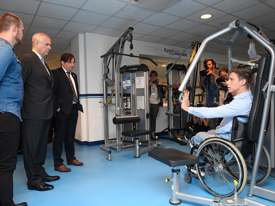 András yorki herceg balról a második kétnapos látogatáson tartózkodik Budapesten Fotó MTI.jpg