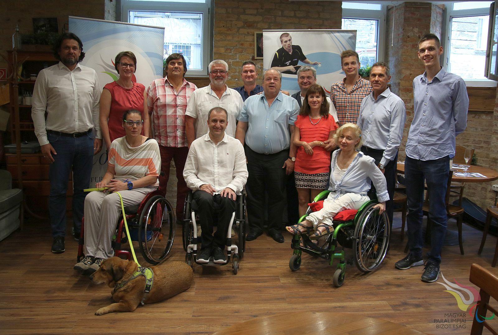 Megalakult a Paralimpiai Bajnokok Klubja, negyven év paralimpiai bajnokai találkoztak. Kép forrása a Magyar Paralimpiai Bizottság weboldala.jpg